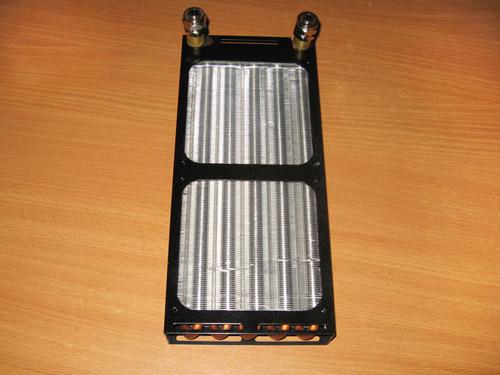 Вид спереди на 240 миллиметровый радиатор